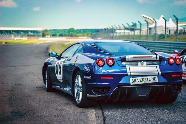 car-race-438467_640