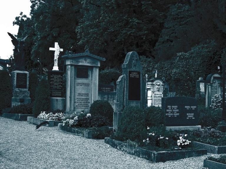 cemetery-61641_640