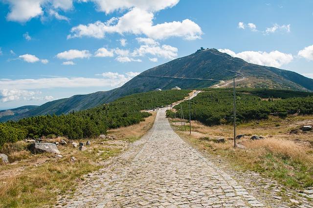 mountain-484542_640